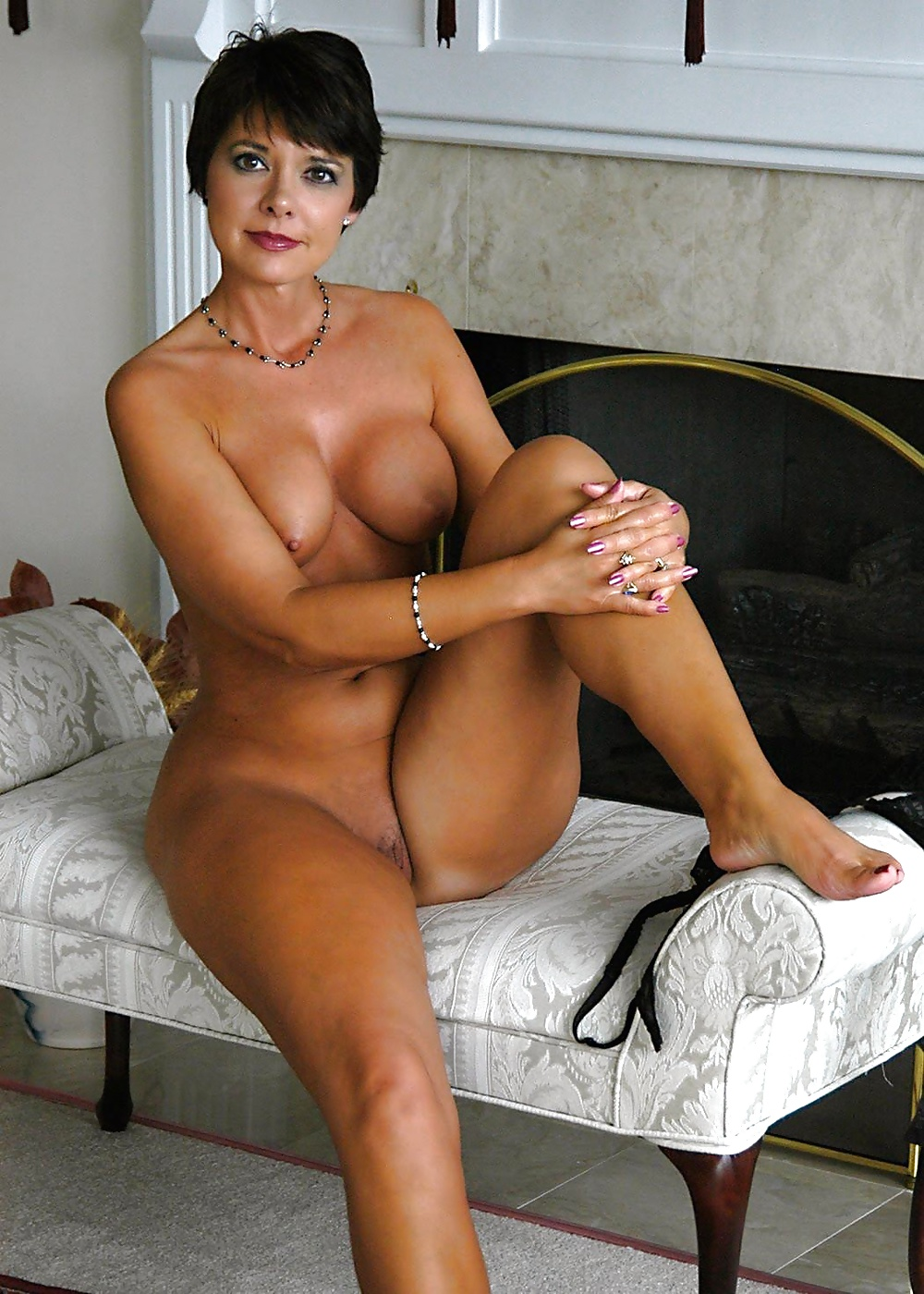 Busty Nude Mature Galleries 9
